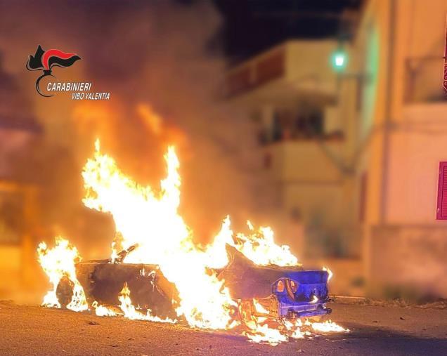 images Minacce, insulti e auto bruciata: arrestato l'ex compagno di una commercialista di Ionadi