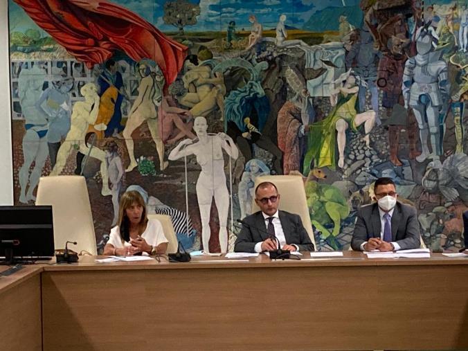 images Il presidente della commissione anti 'Ndrangheta  Antonio De Caprio incontra le associazioni di categoria