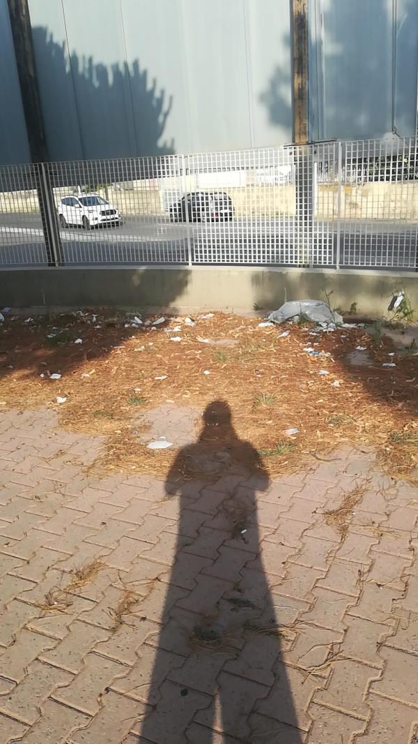 images Centro Vaccinale Magna Grecia di Catanzaro: sporcizia e degrado nella denuncia di Stefano Veraldi