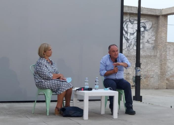 """images Libri & bollicine. Il procuratore Gratteri presenta il nuovo libro a Soverato: """"È soprattutto per i ragazzi"""""""