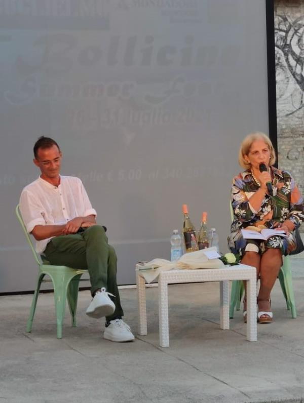 Libri & bollicine. A Soverato si conclude l'edizione estiva con il libro di Mauro Lo Castro