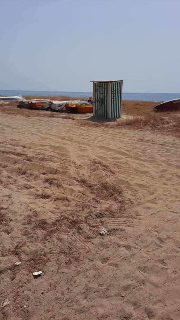 """images Sellia Marina. Spiagge libere da ombrelloni, Rotundo: """"Ma il mare pulito quando?"""""""