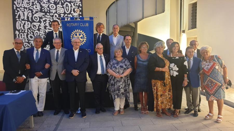 images Catanzaro. Premi e prestigiosi nuovi ingressi nel Rotary Club Tre Colli
