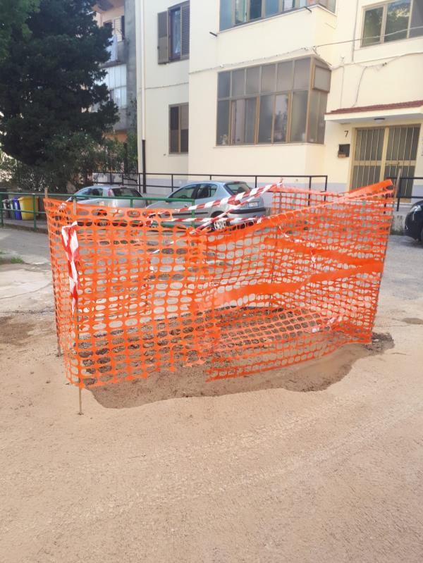 images Catanzaro. Riparata la perdita d'acqua in via De Nobili