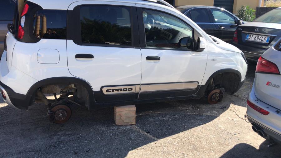 Catanzaro. Maxi furto al cementificio dei Lobello: portato via materiale per oltre 100mila euro (FOTO)