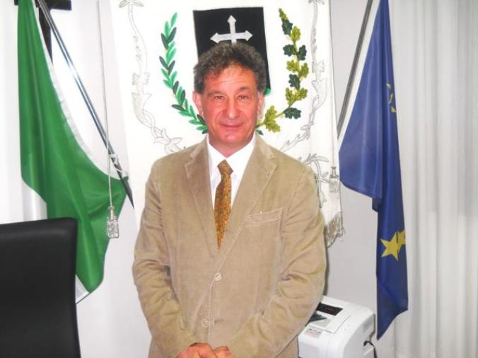"""images Il medico Leo Procopio: """"Per Fondazione Gimbe la Calabria è destinata a colorarsi di rosso. Ma il suo colore è crema"""""""