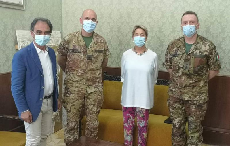 """images Catanzaro, Abramo e Celestino danno il benvenuto al colonnello Sandro Iervolino, nuovo comandante dell'operazione """"Strade sicure"""" in Calabria"""