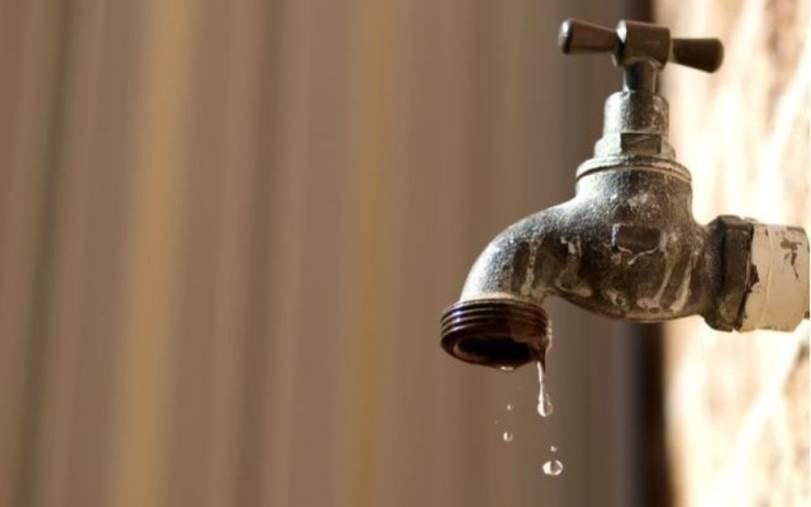 images L'acqua non mancherà solo nel quartiere di Mater Domini. Disagi fino a stanotte