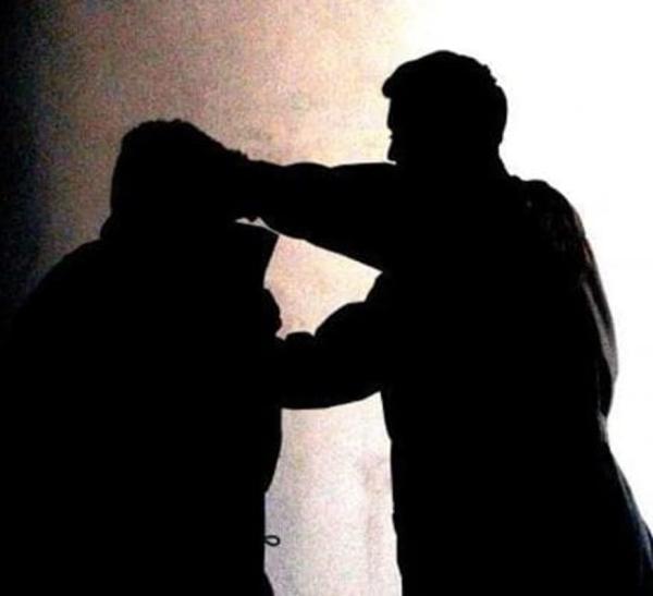 images L'assessore chiude la strada, un negoziante lo aggredisce