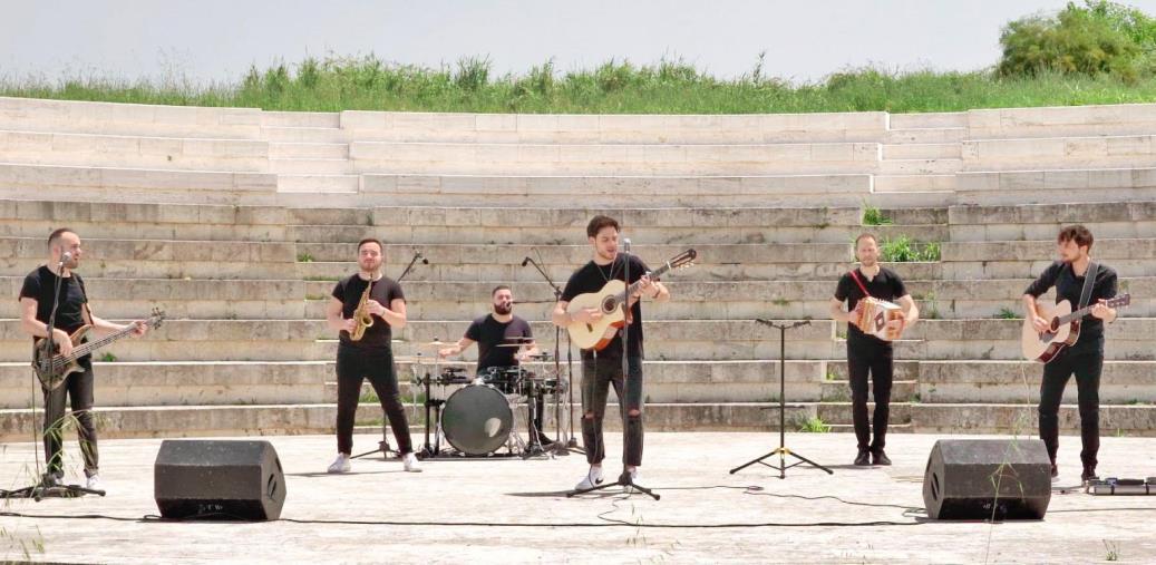 """images Musica. """"Vieni e balla"""": un inno alla forza della natura nel nuovo video della band vibonese Amakorà"""