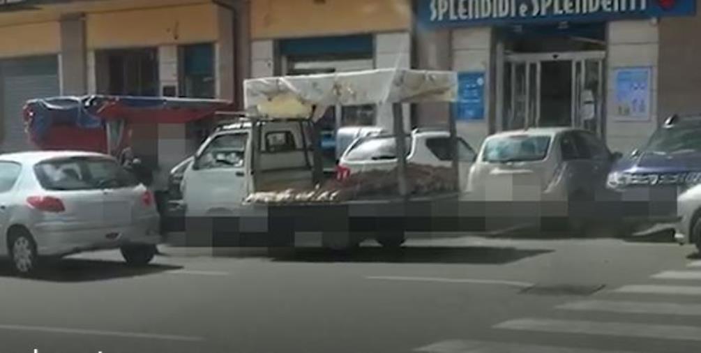 """images Coronavirus. A Catanzaro non tutti rispettano i divieti. Ecco i venditori ambulanti che vanno in """"deroga"""" (VIDEO)"""