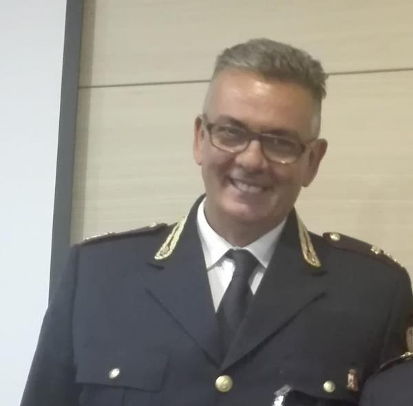 """images Cropani. Angelo Grano """"lascia"""" la Polizia di Stato e taglia il traguardo della pensione: i suoi valori vanno oltre la divisa"""