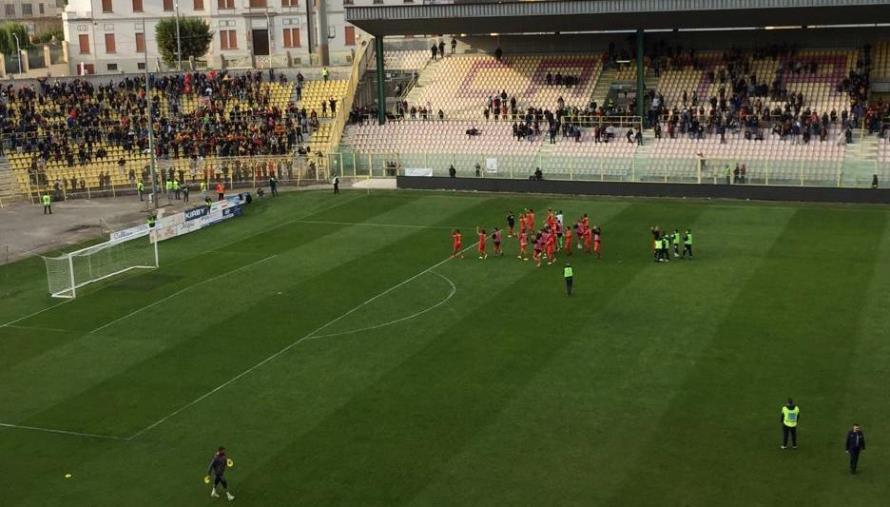 """Il corsivo giallorosso. Catanzaro graffiante e avviso al Bari: """"Sono alle tue spalle"""""""
