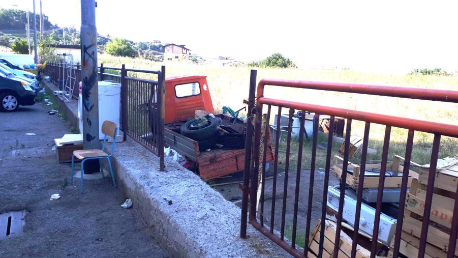 images Task force del Comune di Catanzaro per rimuovere i rifiuti ad Aranceto