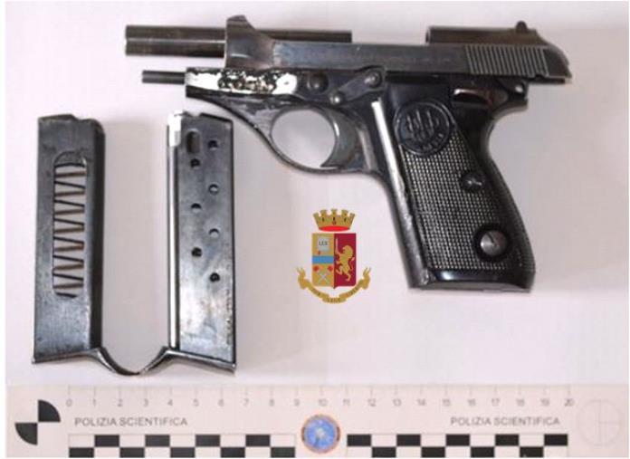 images Catanzaro. In giro in auto con una pistola nel quartiere Mater Domini: arrestati tre giovani