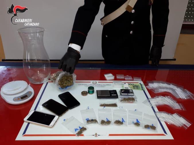 images Soverato, vendeva droga via Whatsapp: arrestato un pusher reggino
