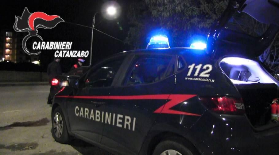 images Covid. A Catanzaro sabato di multe e assembramenti in centro, in via Italia tentano anche di rubare uno scooter