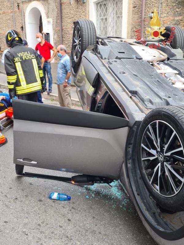 images Lamezia Terme, indicente stradale tra due autovetture: ferito uno dei conducenti