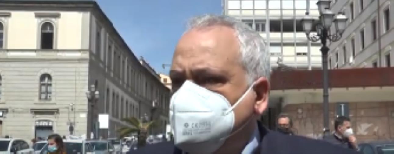 """Sant'Anna hospital. Capomolla in piazza con i lavoratori: """"Un pasticcio burocratico"""""""