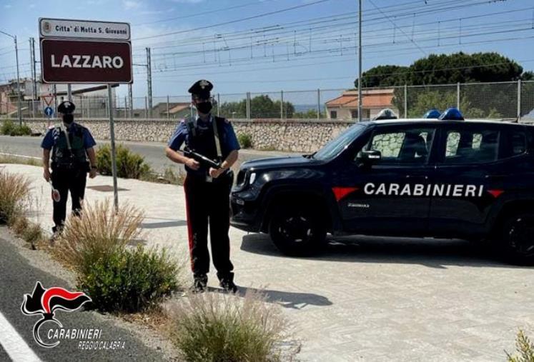 images Lazzaro. Ruba un'automobile e cerca di verniciarla: arrestato un 31enne