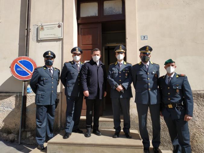 """images Lamezia Terme. Donati alla Caritas 1.300 capi di abbigliamento """"taroccati"""" sequestrati dalla Finanza"""