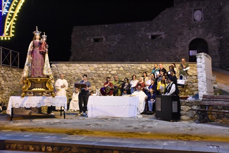images Squillace, messa serale a Piazza Castello per la festa della Madonna del Carmelo