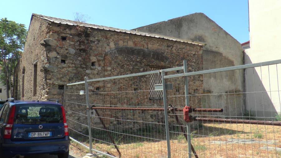"""images Catanzaro. Il Cinema Orso nel quartiere marinaro abbandonato da 40 anni. Belcaro (Cambiavento): """"Il quartiere convive con il brutto e il pericolo"""""""