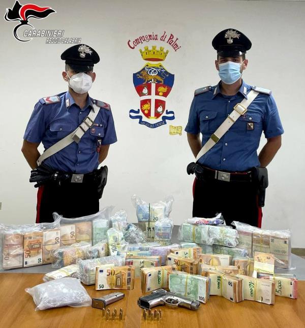 images Palmi. Cocaina, armi e 450 mila euro in un garage: arrestato 32enne di Gioia Tauro