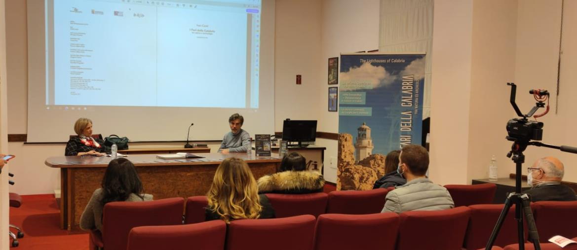 """images """"Libri&bollicine"""", lettura e cinema nell'incontro con lo scrittore catanzarese Ivan Comi"""