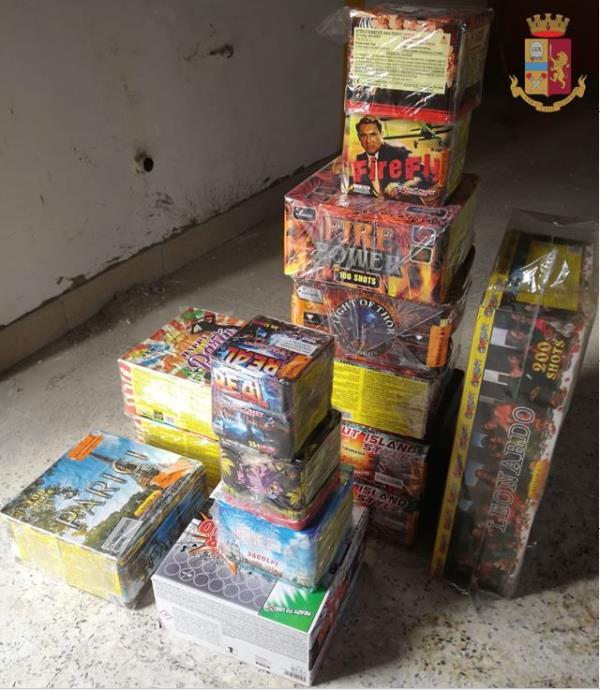 images Sequestrati in un'ex fabbrica di materiale pirotecnico a Soriano Calabro 100 chili di botti: due denunce