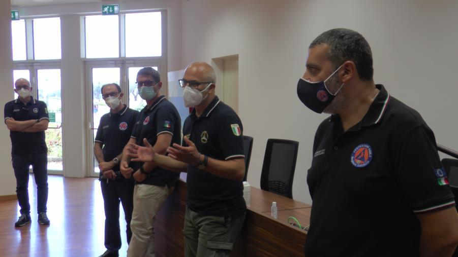 """images Il capo della Protezione civile: """"Fino a 13 mila ettari bruciati nell'area sud della Calabria. Ieri in volo 12 canadair"""""""