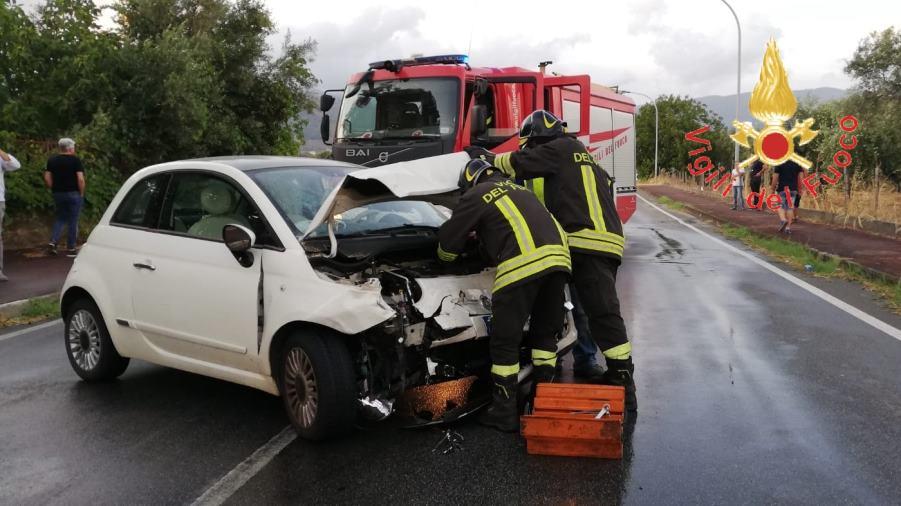 images Lamezia, scontro tra due vetture: feriti i conducenti