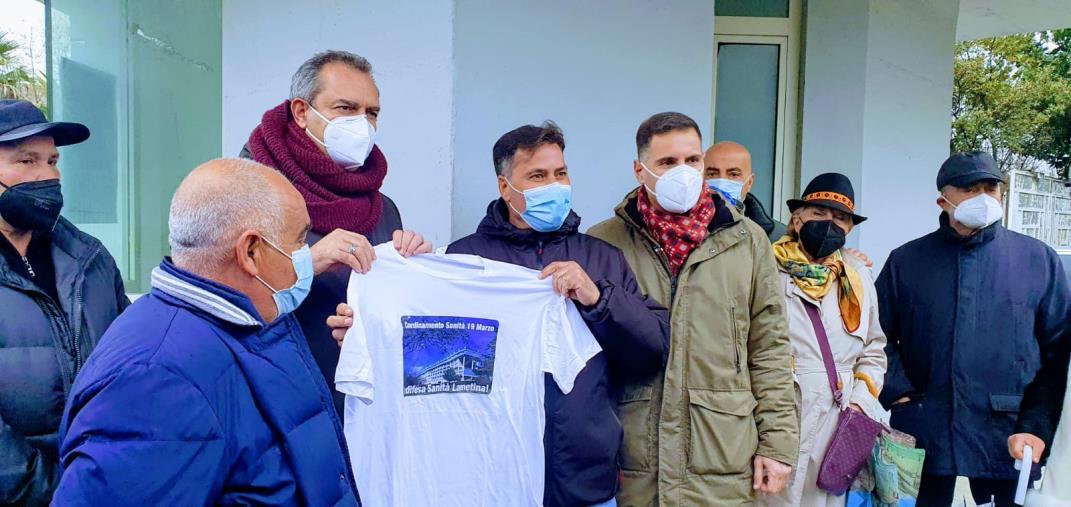 """images De Magistris a Lamezia Terme: """"Sulla sanità in Calabria basta con il gioco delle tre carte"""""""