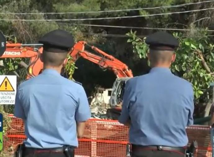 images Villette di Caminia, le immagini delle demolizioni