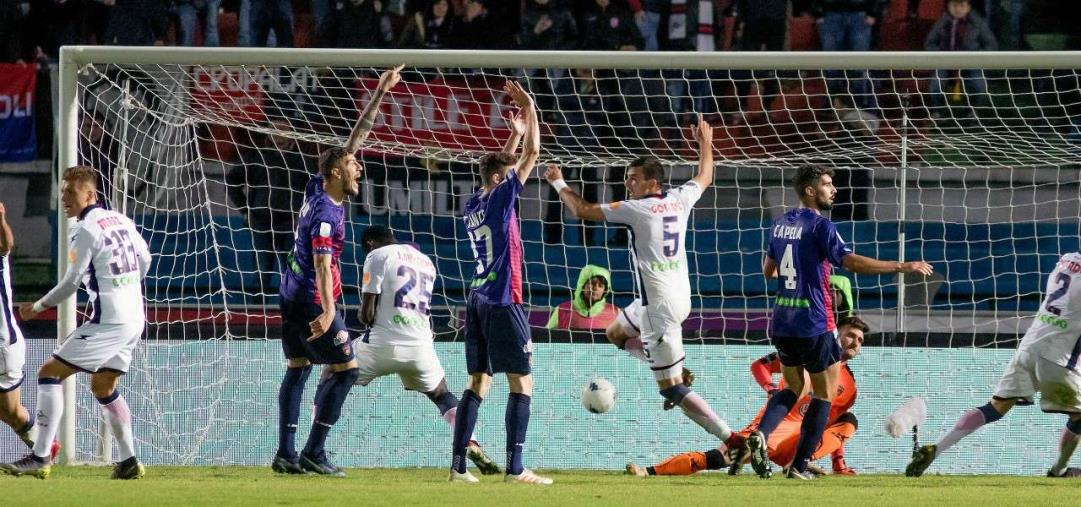 images Serie B, finisce 0-0 il derby Crotone-Cosenza