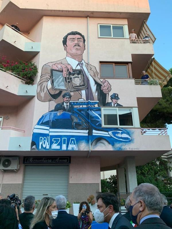 images Il Capo della Polizia Giannini a Diamante per l'inaugurazione del murales dedicato al commissario Mascherpa