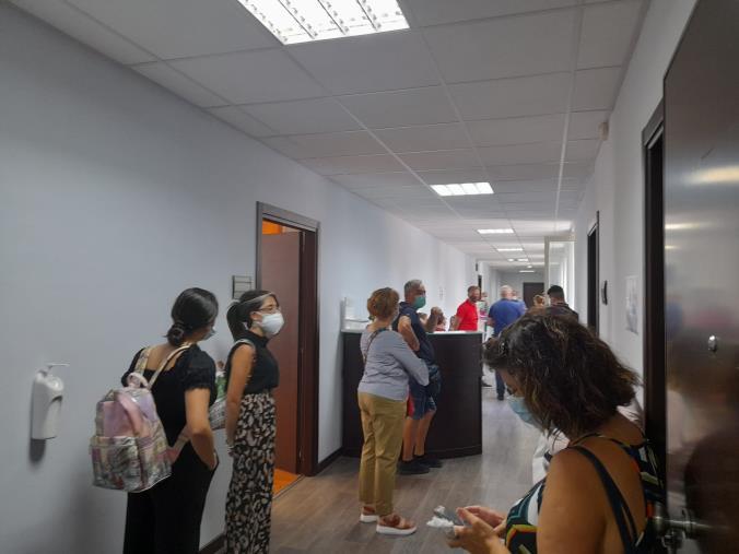 images Catanzaro. I dipendenti del Sant'Anna hospital occupano la sede dell'Asp