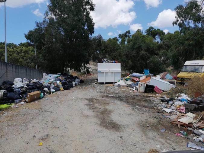 images  Santa Caterina, discarica in un'area già sequestrata: il Codacons scrive in Procura