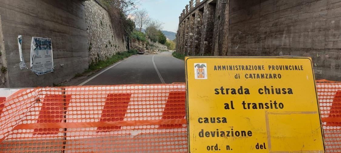 images Muro crollato sulla Provinciale 168/1,  il sindaco di Marcellinara chiede aiuto al prefetto