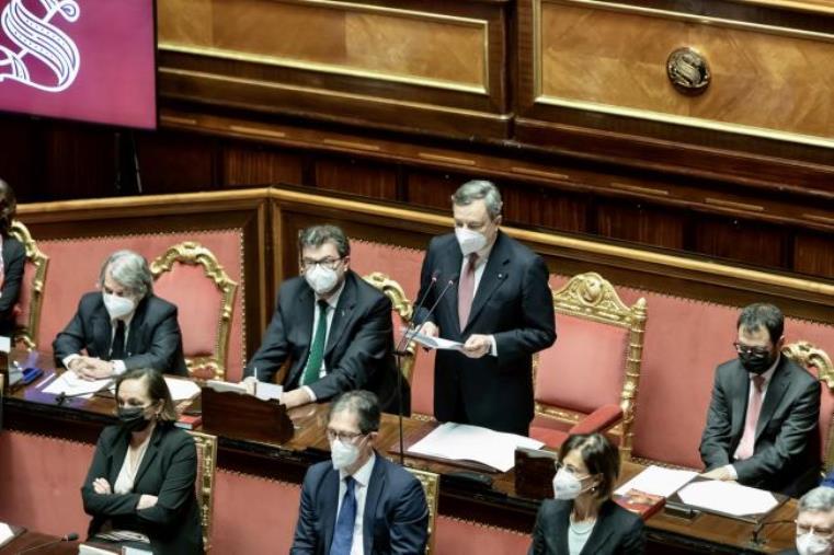 images Draghi incassa la fiducia al Senato: 262 sì, 40 no e 2 astenuti