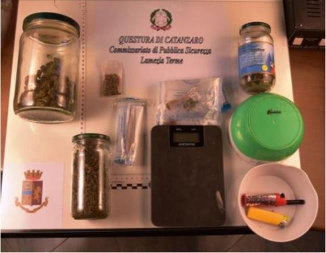 Lamezia Terme. Un 36enne non si ferma al posto di blocco e viene arrestato: beccato con 92 grammi di marijuana