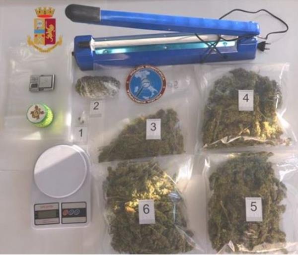 images Catanzaro. Marijuana e hashish in casa: arrestato un 40enne