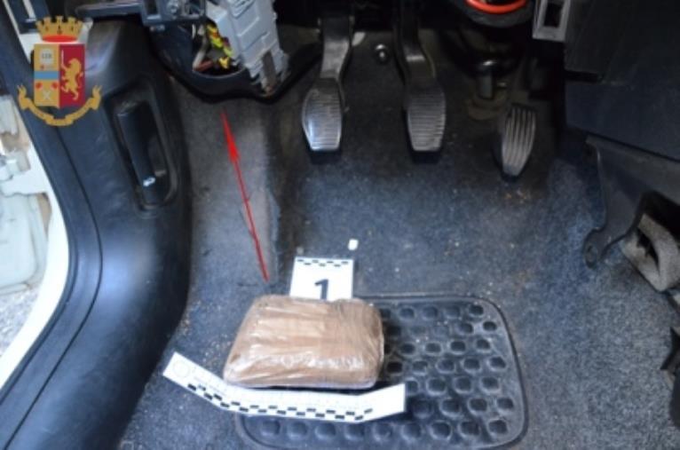 images Marcellinara. Tentano di sottrarsi al controllo della Polizia: arrestate due persone con mezzo chilo di eroina