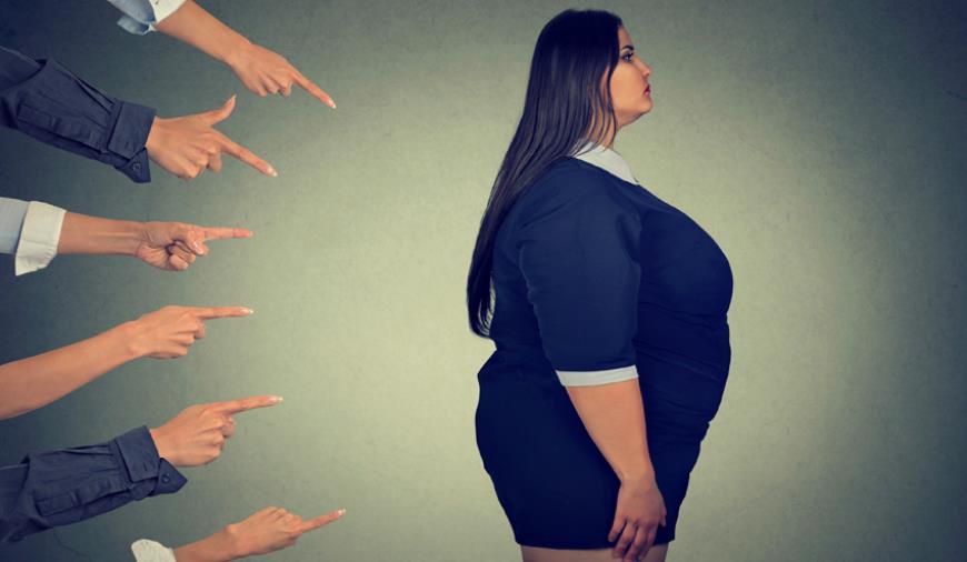 images Crotone. Troppo grassa per fare la commessa, 24enne rinuncia al lavoro