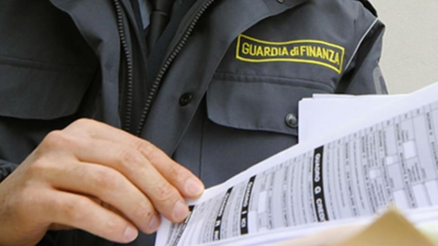images Fatture inesistenti per evadere il fisco nel Catanzarese: 13 rinvii a giudizio, 3 patteggiamenti e un proscioglimento (I NOMI)