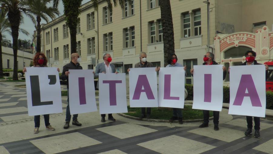 """images Primo Maggio. Flash mob della CGIL Area Vasta in piazza Matteotti: """"L'Italia Si Cura con il lavoro"""""""