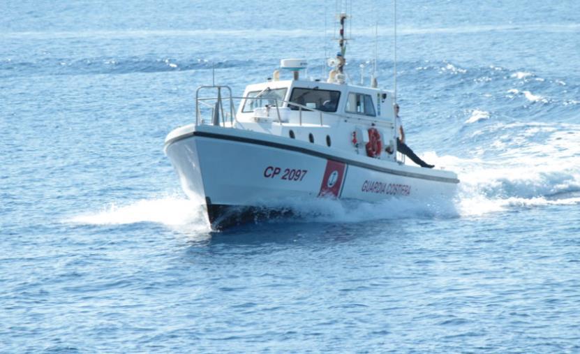 images Maltempo a Palmi, la Guardia Costiera soccorre undici diportisti in difficoltà