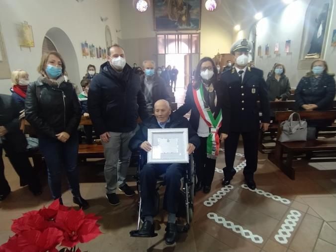 images Isola Capo Rizzuto festeggia i cento anni di 'u Zzu' Titta', al secolo Giambattista Murica (FOTO)