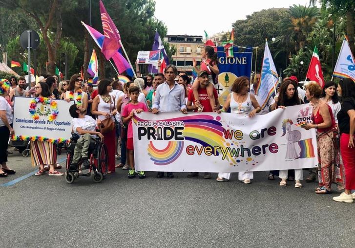 images Gay Pride, a Reggio oltre due mila sfilano sul lungomare