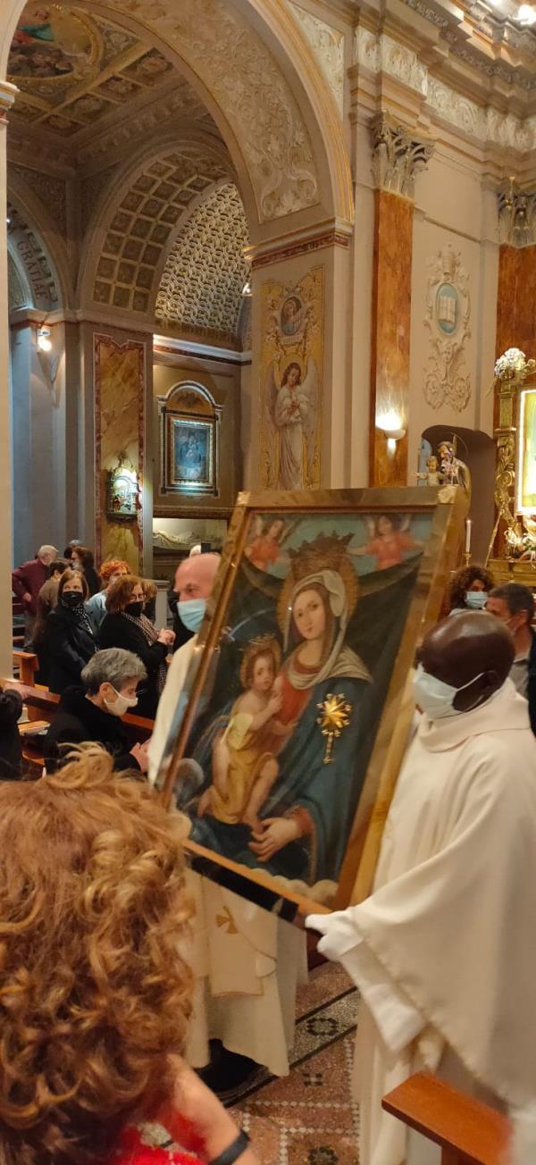 images Gimigliano: reposta l'immagine della Madonna di Porto sull'altare maggiore